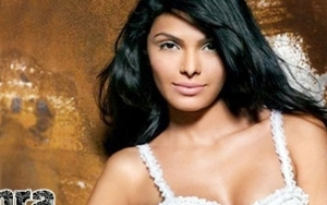 phoca_thumb_m_mona-chopra-wallpaper-05